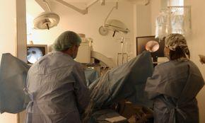 Д-р Оливер Шатка оперира в Хил клиник