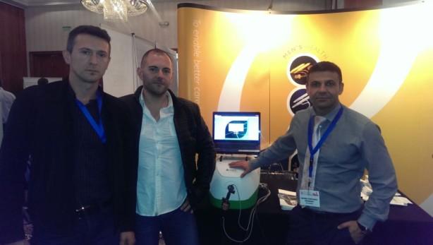 Лекарите на Хил клиник до симулатора на Зеления лазер по време на конгреса